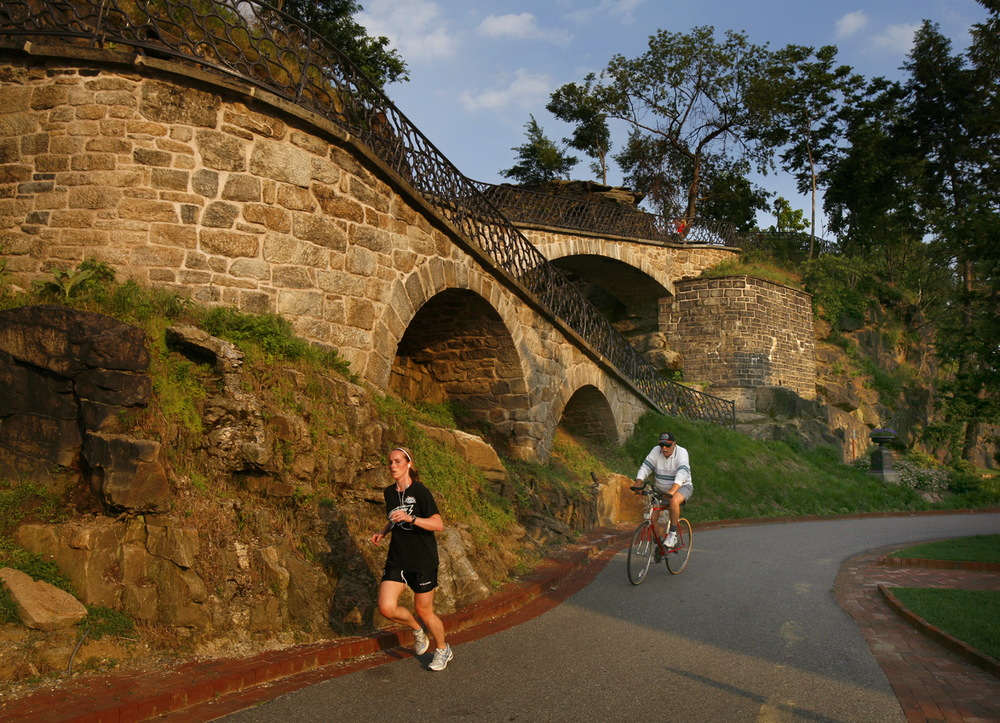 The Schuylkill River Trail, at the base of the Philadelphia Museum of Art; Photo by R. Kennedy for GPTMC