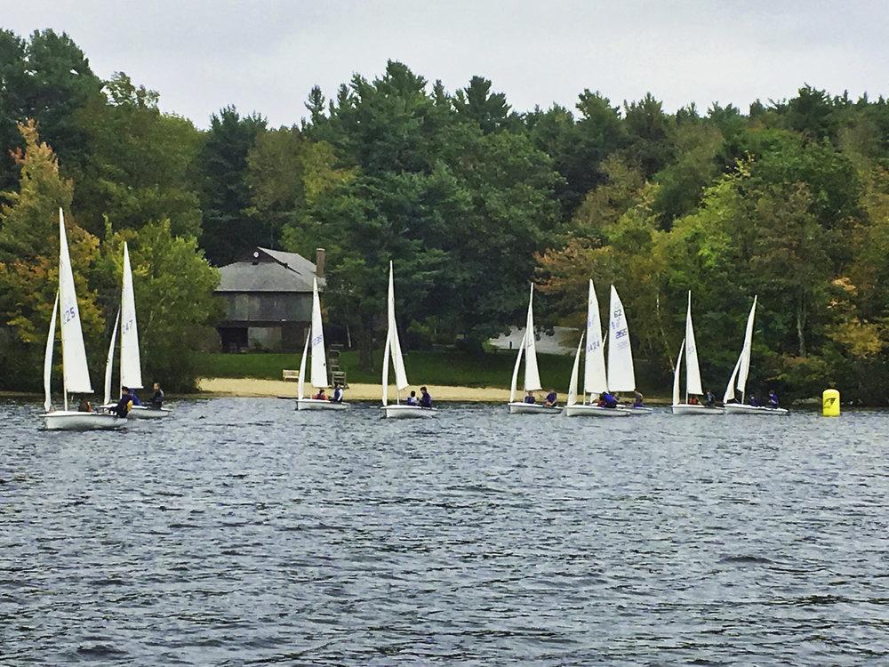 The entire 9-boat Dublin fleet in a tight race by the leeward buoy.