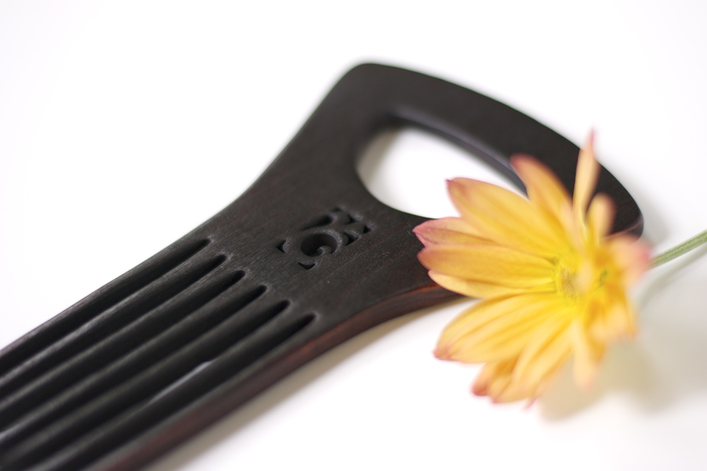 curly-hair-comb-flower
