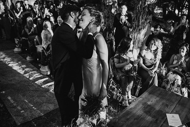 Poder agarrar momentos que pasan tan rápidos y significan tanto! 😍  Creo en eso puedo resumir todo el trabajo que trato de hacer boda a boda ❤️📷. . . . . . . #bodas #bodas2018 #bodasoriginales #tendenciasdebodas #Momentos_Imperfectos