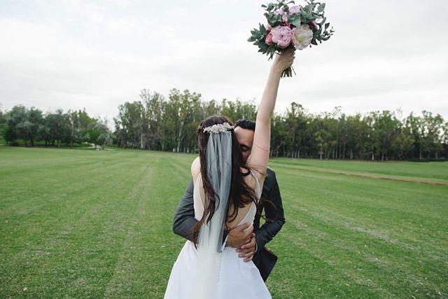 y se fue 2018 nomás 😲 este 31 no te olvides de abrazar a las personas que te cuidaron y dieron todo para que tu boda salga perfecta⭐️ a los que te acompañaron en la planificación 📊 Y a los que bailaron hasta que salió el Sol 🌅! . . Por último no te olvides que mañana 1 de Enero es mi cumpleaños! Así que o me compras 1 regalo 🎁 o etiquetas a tus amigos en esta publicación que todavía no me conocen y deberían seguirme 😜📷. . 2019 estará lleno de bodas 🙌 en menos de 3 semanas empezamos la temporada 🤓 buen año para todos los quiero aunque no los conozca tanto 🎉 . . . . . . #bodas #bodas2018 #bodasoriginales #tendenciasdebodas #Momentos_Imperfectos
