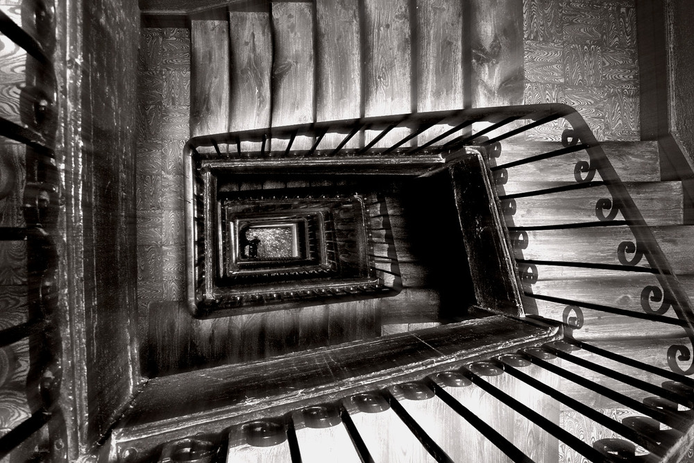 Stairs_in_Madrid_(Spain)_02.jpg