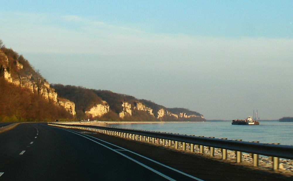 IllinoisGreatRiverRoad_north_of_Alton_20091122.jpg