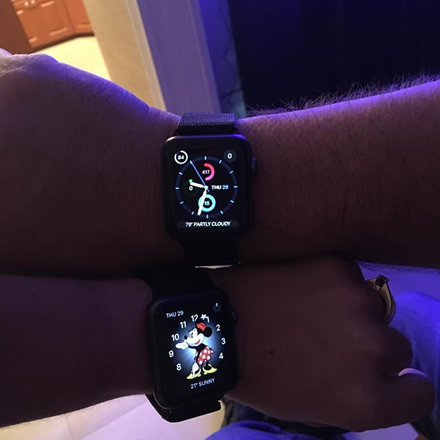 Twin geeks with Apple Watch @lercyelena