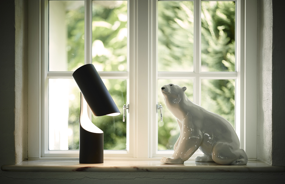 Mutatio-table-black-icebear.jpg