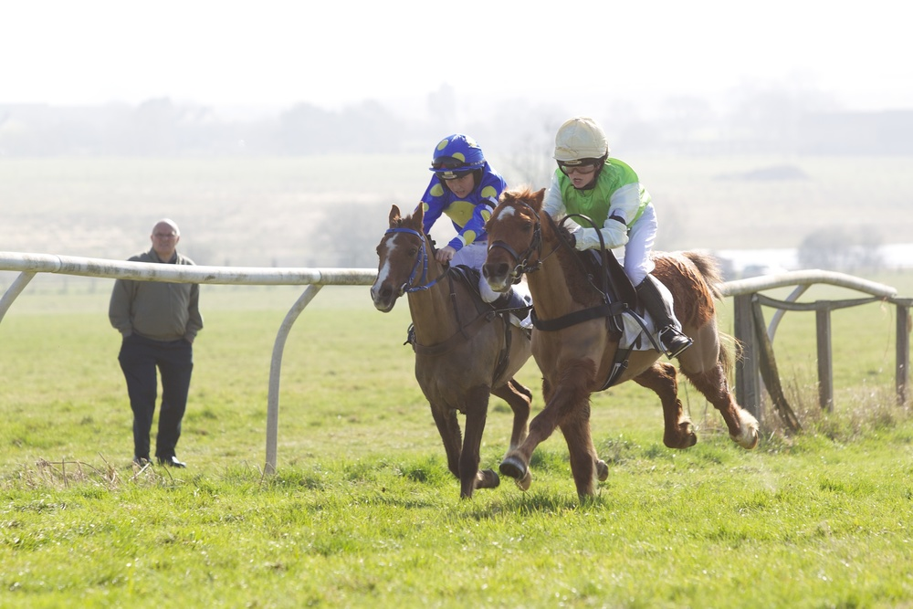 Shooting Star (Emma d'Angibau) holds off Glebedale Stopwatch in the first pony race