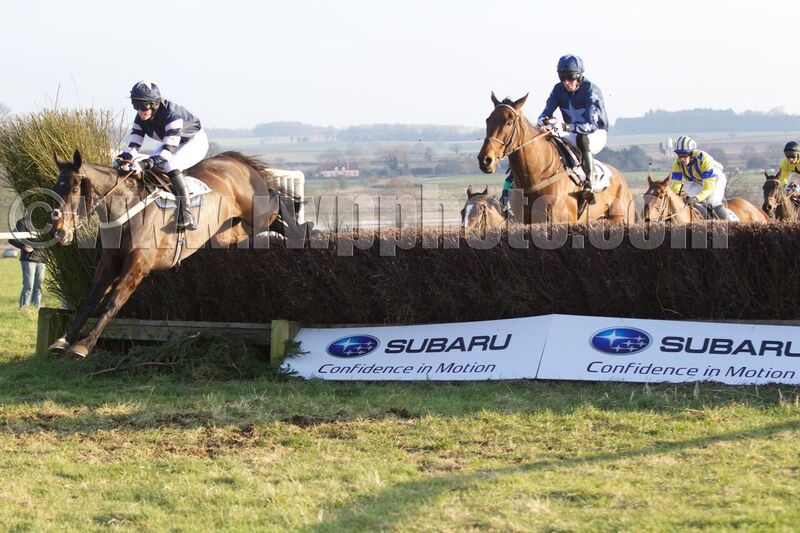 In The Gate (Kate Gowing) jumps in front of On The Tangle (Charlie Buckle)