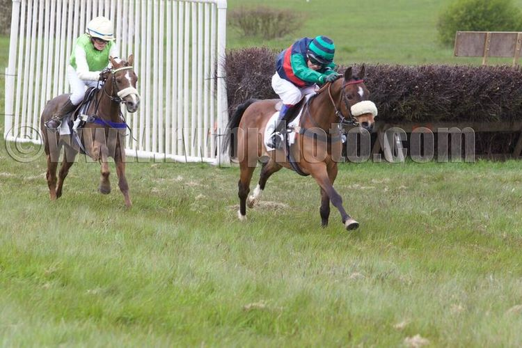 Silaz on the way to victory under Will Featherstone