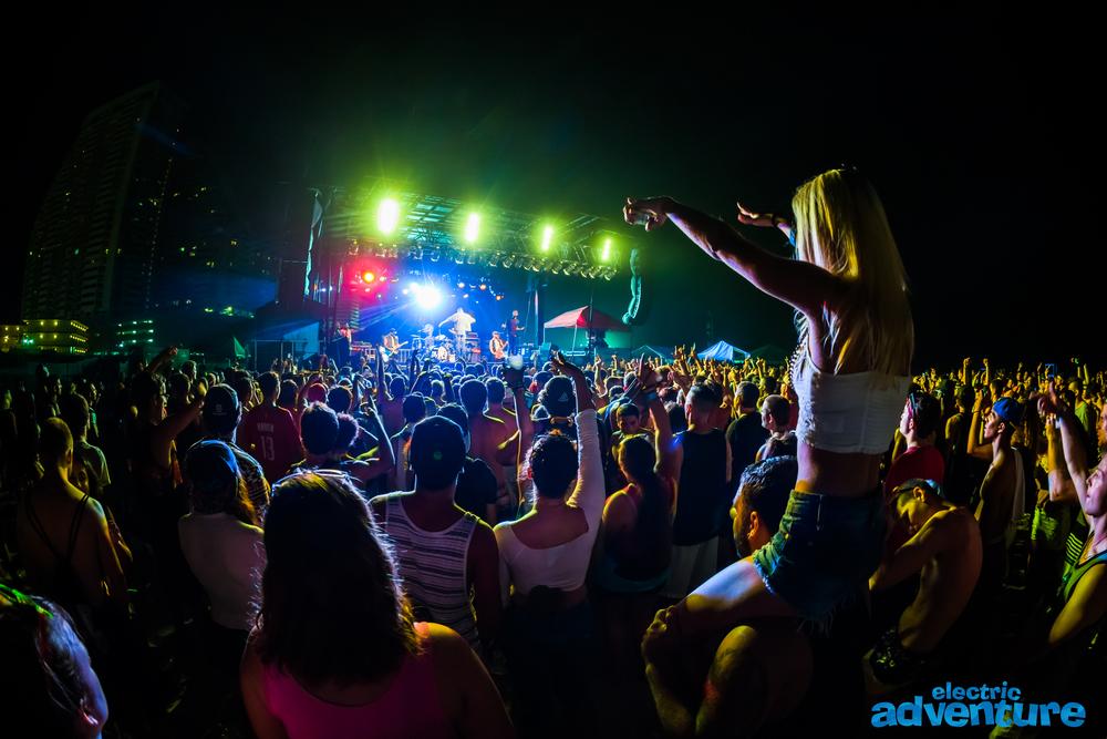 MGK + Crowd