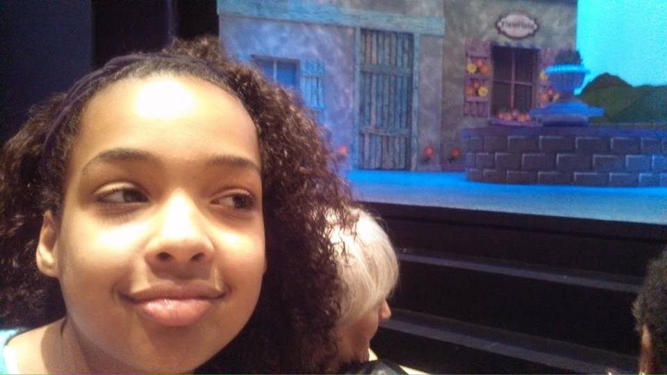 Zoe, checking out the scenery and waiting for Scapin to begin.
