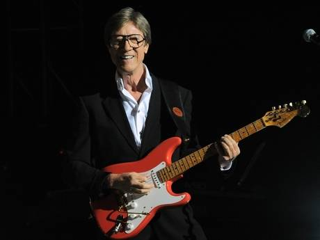 19. Which famous Newcastle born guitarist's original name was Brian Robson Rankin?  Hank Marvin  - Interesting fact 2: Robin used to know him well and they often went for beers in the West end before Hank became famous!