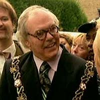 33. Which famous comedian made a cameo appearance as the Mayor of Royston Vasey in the TV Comedy The League of Gentleman?  Roy 'Chubby' Brown