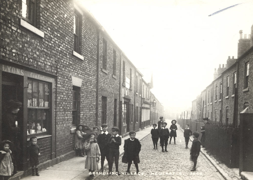 Looking east along the High Street 1910-12. The pub on the left is the forerunner of The Brandling. The Collingwood was at the far end of the street on the left.   © Newcastle City Library