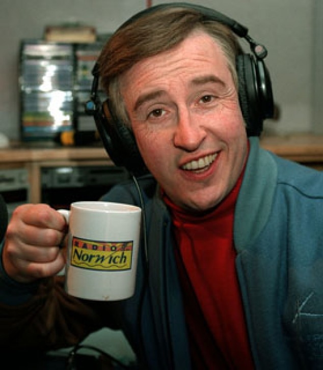"""40. Which 1990s BBC 2 TV comedy was about a former 'Knowing Me, Knowing You' TV chat show host who was slowly """"Bouncing Back"""" on Radio Norwich? I'm Alan Partridge"""