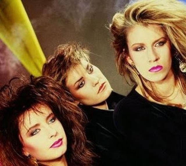 18. Robert De Niro's Waiting was a hit for which 80's girl band? Bananarama
