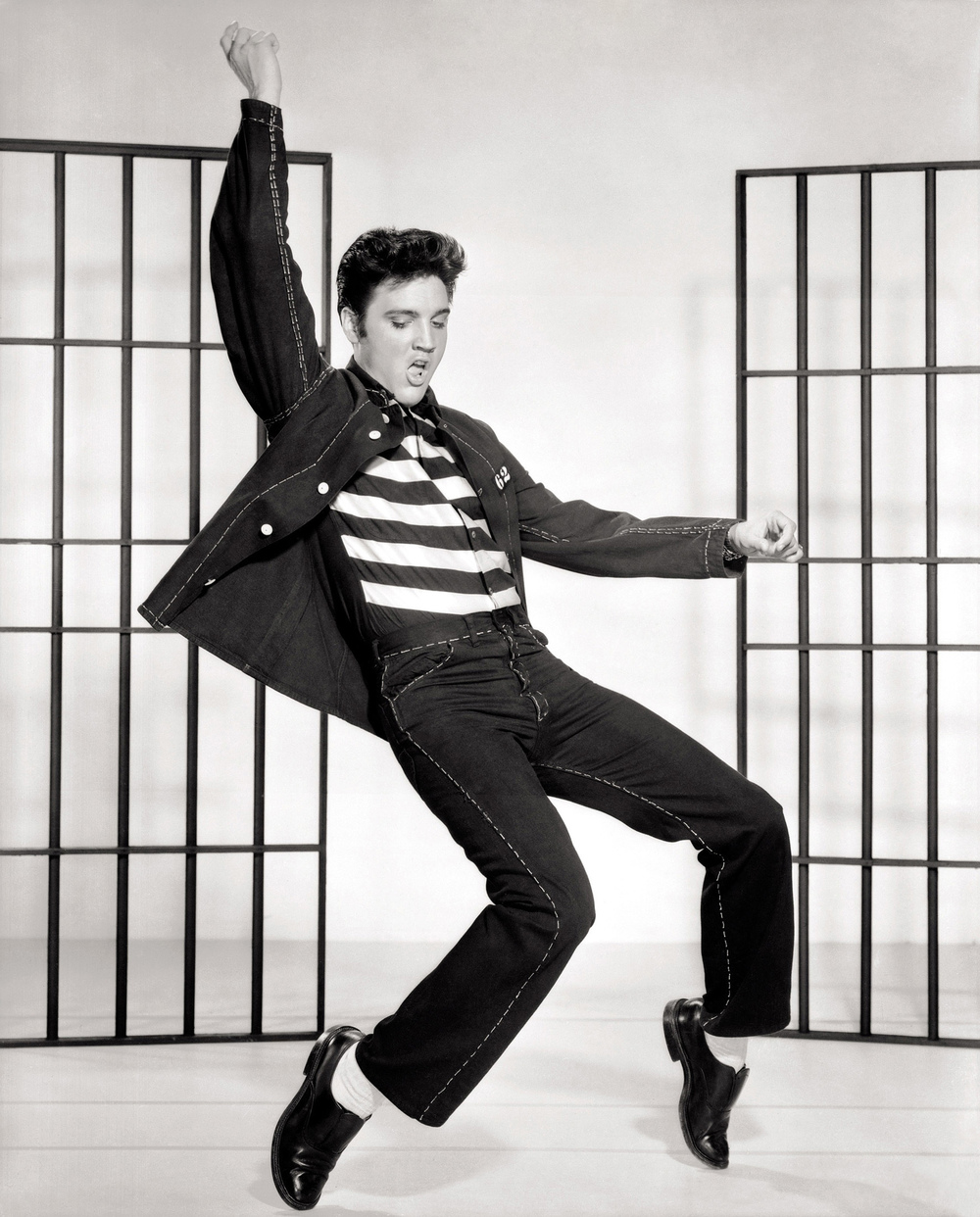 16. Which Elvis Presley single was the first ever to break in to the UK charts at number one? Jailhouse Rock