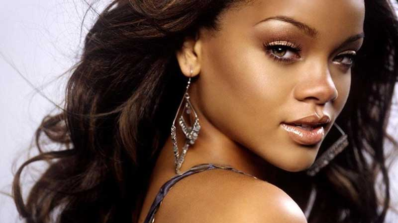 19. During which year did Rihanna have her debut hit single Pon de Replay which peaked at number two in the UK Charts? 2005