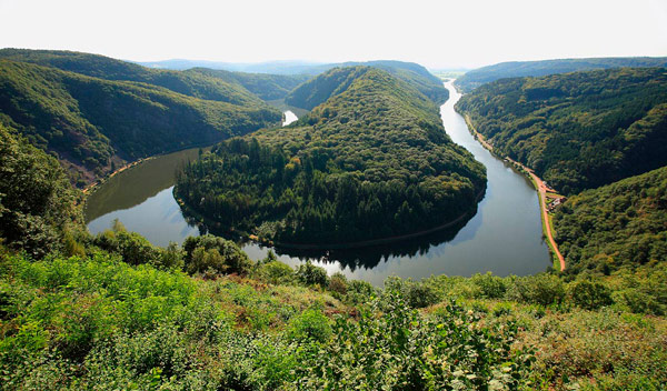 Q4 In which European country are the forested highlands of Hunsrück?Germany
