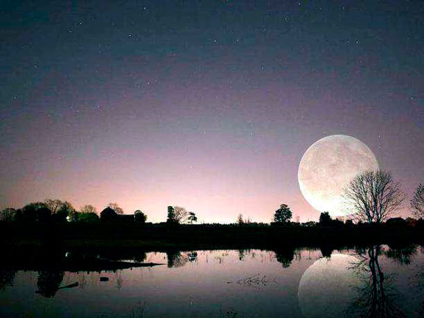 Q10 Topical question. At the weekend, we had a 'Supermoon', this occasionally occurs when a full moon is also at it's closest point to the earth making it appear up to 14% bigger and 30% brighter in the night sky. What is this phenomenon known as? Perigee