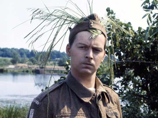 Q33 Ian Lavender played the character Private Frank Pike, in which classic TV series? Dad's Army