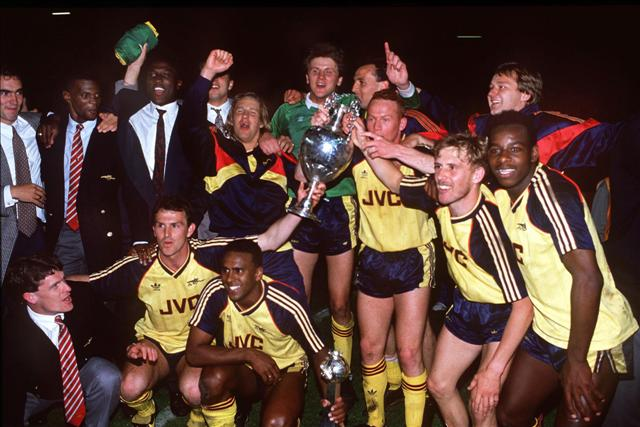 Q25 Which team won the 1988-89 Football League Championship with a dramatic 2-0 win in their final match away to Liverpool? Arsenal