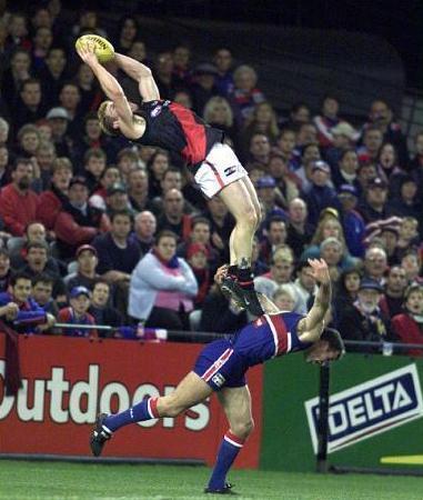 Q23 How many players make up an Australian rules football team? 18