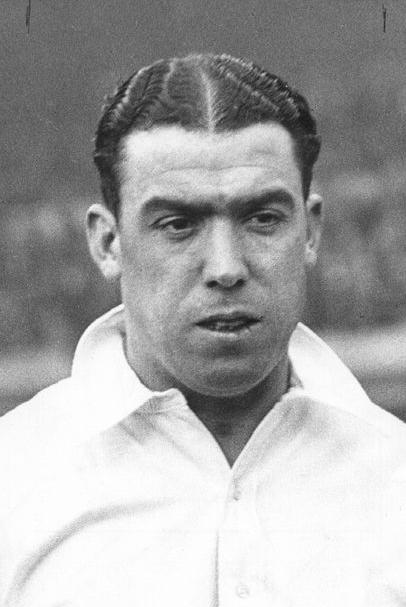 Q28 A statue of which Everton legend stands outside the Park End of Goodison? Dixie Dean