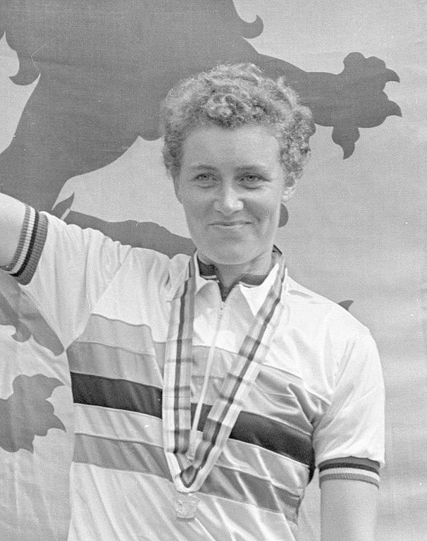 Q27 In 1968 what distance was Beryl Burton the first woman to cycle in less than four hours? 100 miles