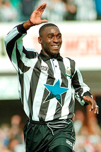 Q30 Alan Shearer was the first player to score 200 goals in the Premiership, he then went on to score a total of 260 and still currently holds the title of top Premirship Goal Scorer. Who is second on 189 goals? Andy Cole (189), Thierry Henry 3rd (176), Frank Lampard 4th (166). Shrek is on 161 and RVP 129.