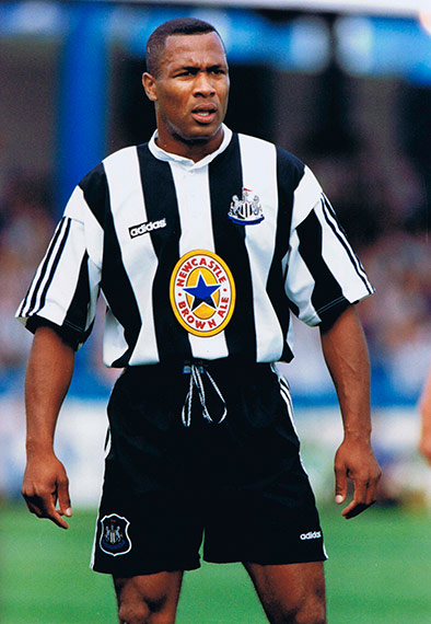 Q25 Who was the top scorer for Newcastle United in season 1995-96 with 25 Premiership goals, third behind Robbie Fowler of Liverpool and Blackburn's Alan Shearer? 'Sir Les' Ferdinand