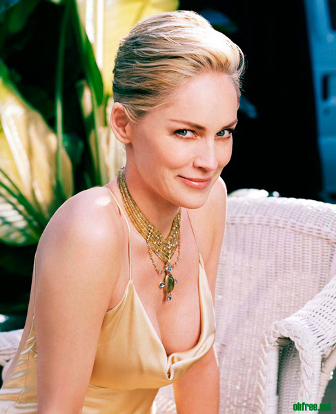 Q31 Which actress starred alongside Michael Douglas in the 1992 movie Basic Instinct? Sharon Stone
