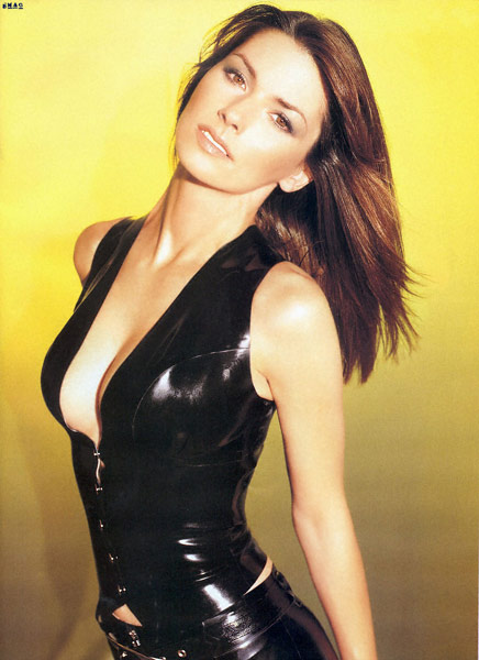 Q19 Which solo artist had a 1999 Top 10 single with Man! I Feel Like A Woman? Shania Twain