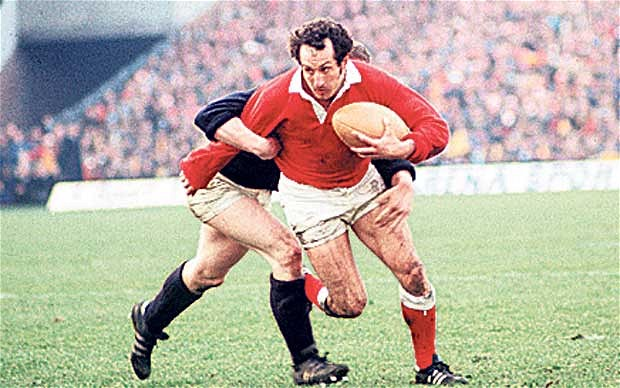 Q25 In Rugby what position did Gareth Edwards play?Scrum half