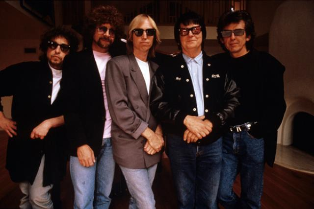 Q18 An american 60s icon, a former Beatle, the sole constant member of ELO, Big O and the Heartbreakers frontman formed which successful supergroup in the late 80s? The Traveling Wilburys