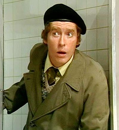 Q33 Which 70s TV actor was famous for doing his own stunts including roller skating under a lorry and crashing a motorbike into a barrier and flying through a window? And for a bonus point name the comedy series that both of the stunts mentioned were for? Michael Crawford, Some Mothers Do Have 'Em