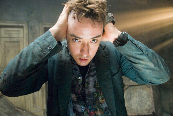 Q40 Who plays the lead role in the 2007 horror movie 1408? And for a bonus point what was the name of the hotel in the movie? John Cusack stayed in Room 1408 of the Dolphin Hotel
