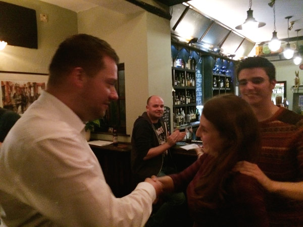 Bad night at the oche for Stephen but he's a good sport congratulating Mariana on her £34 prize