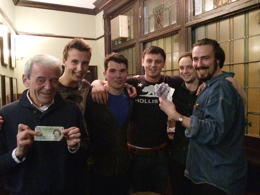 The winners show off their Cash Prize... we hope Robin got more than a fiver!