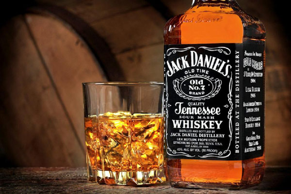 Q5 Lynchburg, Tennessee is the home of which famous distillery? Jack Daniel's