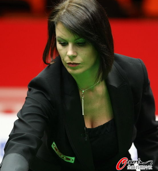 Q29 Micheala Tabb became the first female to referee which sports World Championship Final in 2009? Snooker