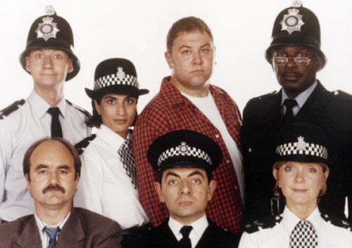 Q35 Who played Inspector Fowler in the 90s BBC sitcom The Thin Blue Line? And for a bonus point what actor is the connection between the comedy series and Game of Thrones? Rowan Atkinson. Mark Addy played DC Boyle in the Thin Blue Line and plays King Robert Baratheon in Game of Thrones