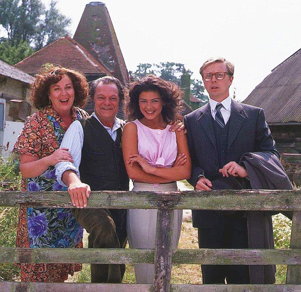 Q34 Who played Pop Larkin in the 90s series The Darling Buds of May? David Jason