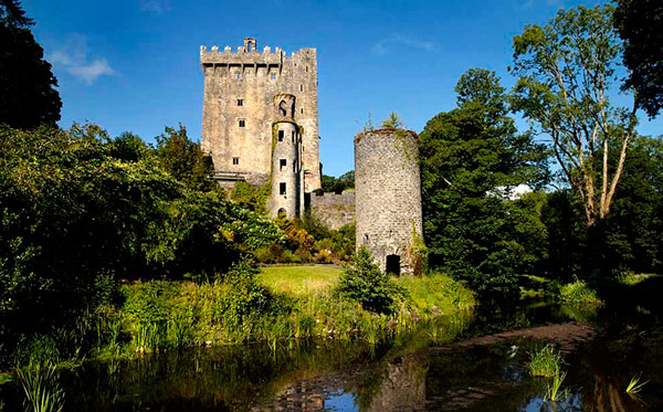 Q1 According to legend which Irish castle has a stone that when kissed gives you the power of persuasive speech? Blarney Castle