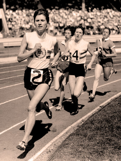 Q29 Diane Leather of the Birchfield Harriers was the first woman to do what in 1954? She broke the five-minute barrier for the mile