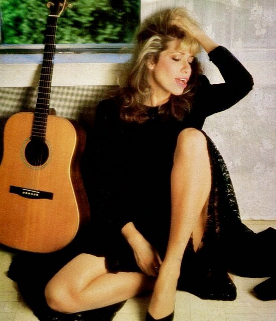 Q36. Which singer performed the theme to The Spy who Loved Me? Carly Simon