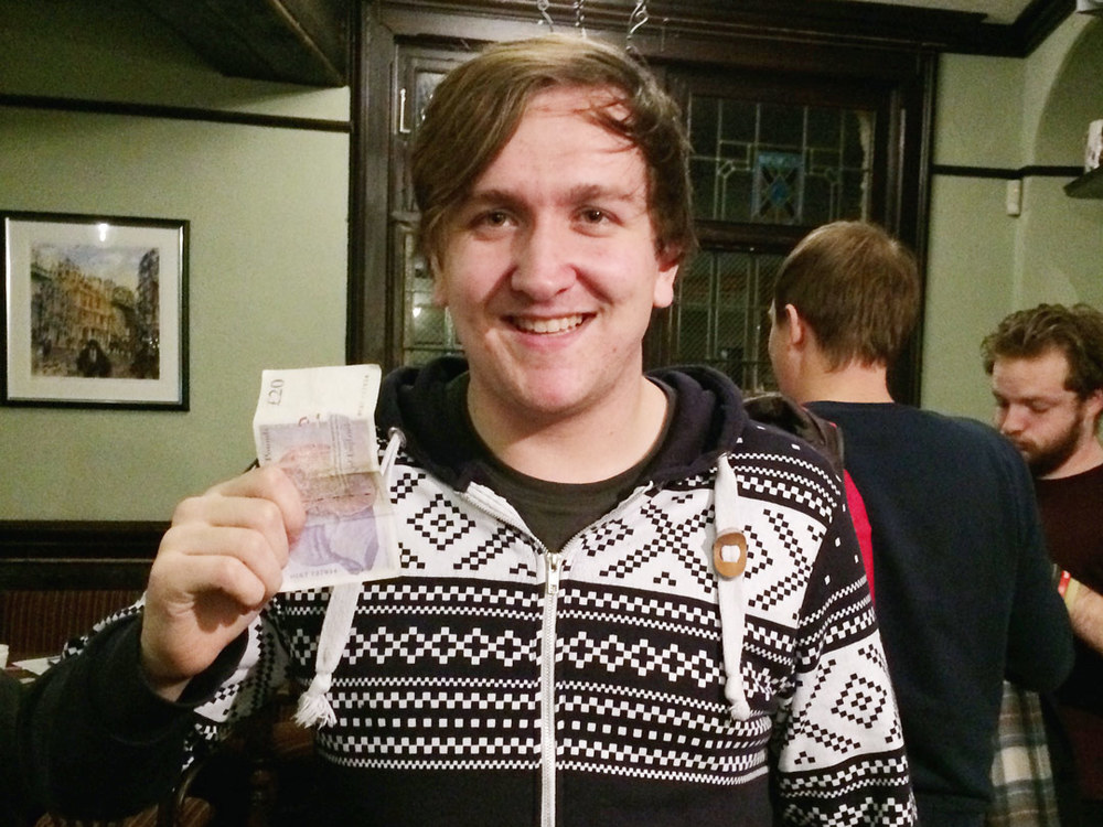 Alex  was well chuffed picking up his winnings from Gemma at the bar, his Team may not have won the Quiz but he left £23 better off than when he came in!