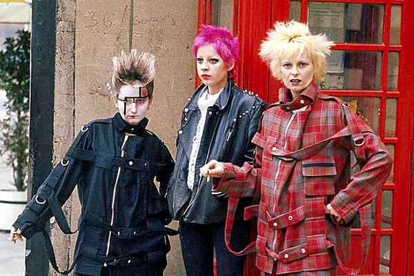 Q09. After getting involved with Sex Pistols manager Malcolm McLaren which now famous fashion designer became instrumental in shaping the look of punk and new wave towards the end of the 1970s? Dame Vivienne Westwood