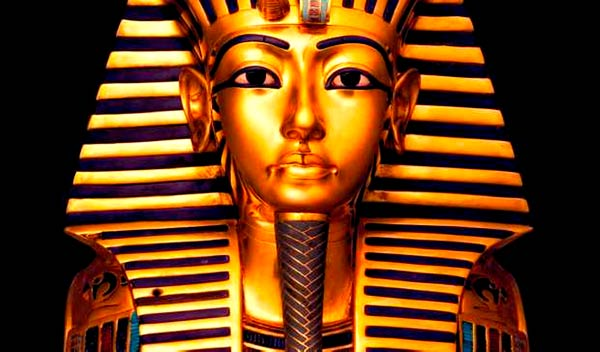 Q03 Whose tomb was discovered by Howard Carter and Lord Carnarvon in 1922? Tutankhamun