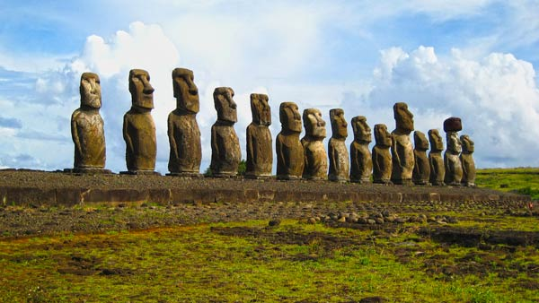 Q02. Which island in the Pacific Ocean is also known as Rapa Nui or Isla de Pascua? Easter Island