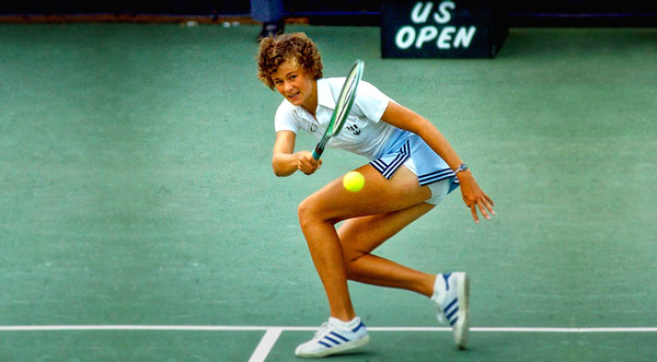 Q30. 1980s American tennis star Pam Shriver married which former James Bond in 2002?